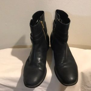 Sherry Black leather low Boots